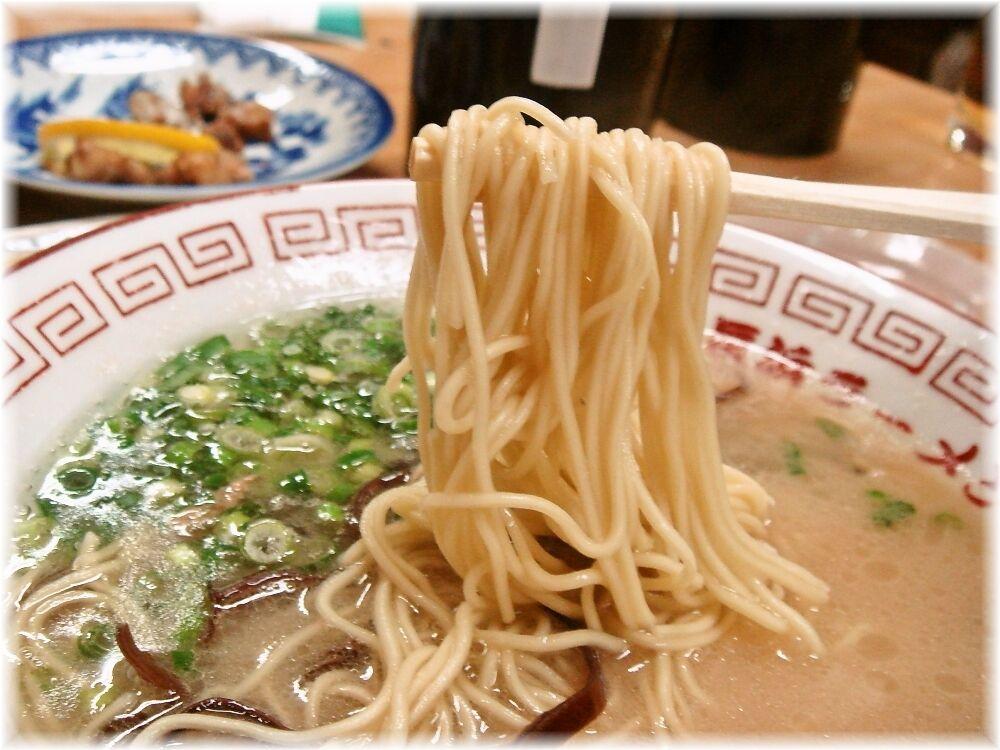 呑龍 長浜らーめんの博多麺