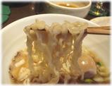 らーめん�(くろく) 白の麺