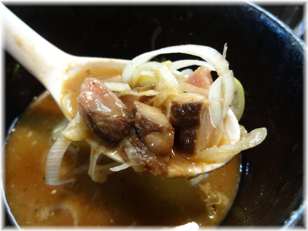 麺処晴 スープ割りの追加チャーシューとネギ