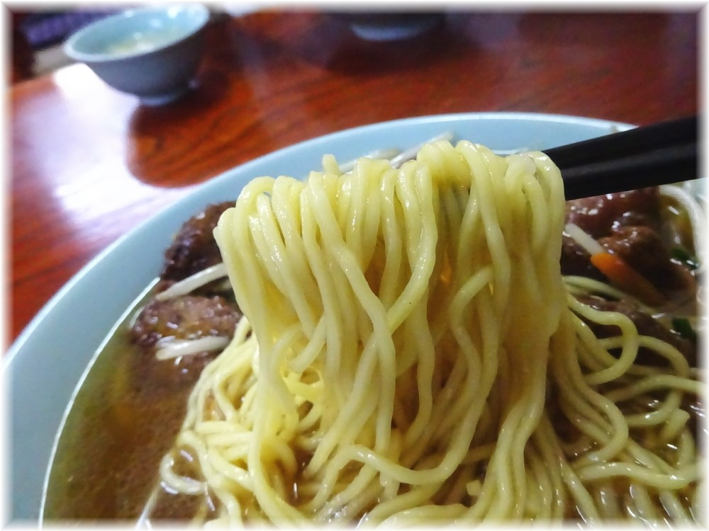 台湾料理青葉 レバそばの麺