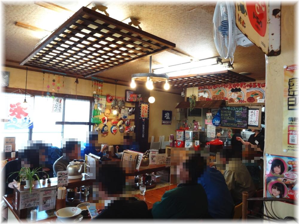 麺や食堂 店内