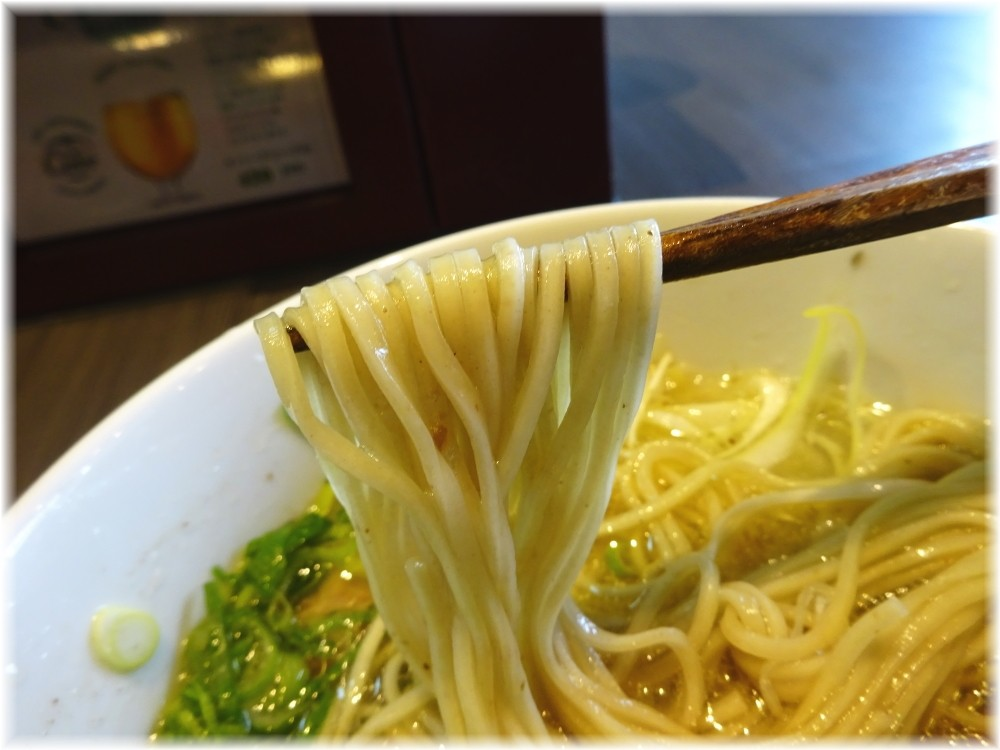 呉田 梅塩らーめんの麺