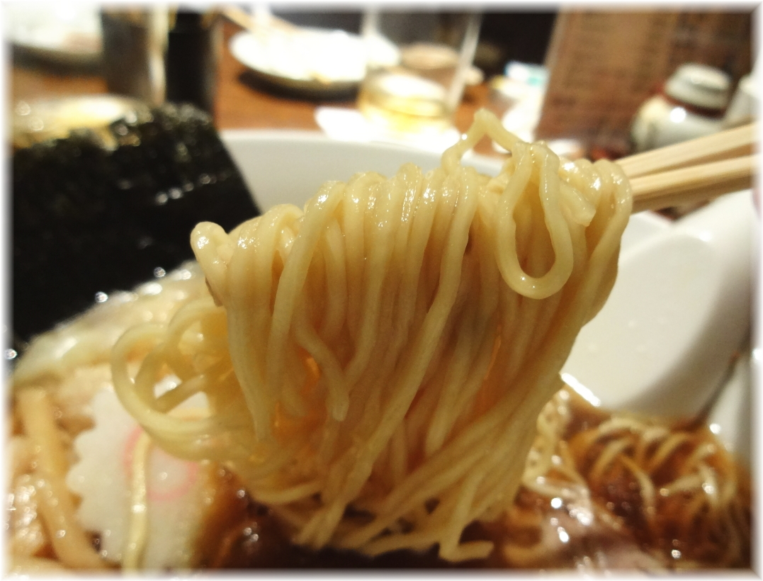 喜粋 醤油わんたん麺の麺