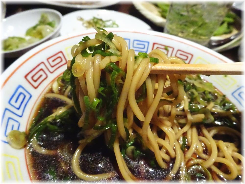 新福菜館 お二階隠れ 中華そばの麺