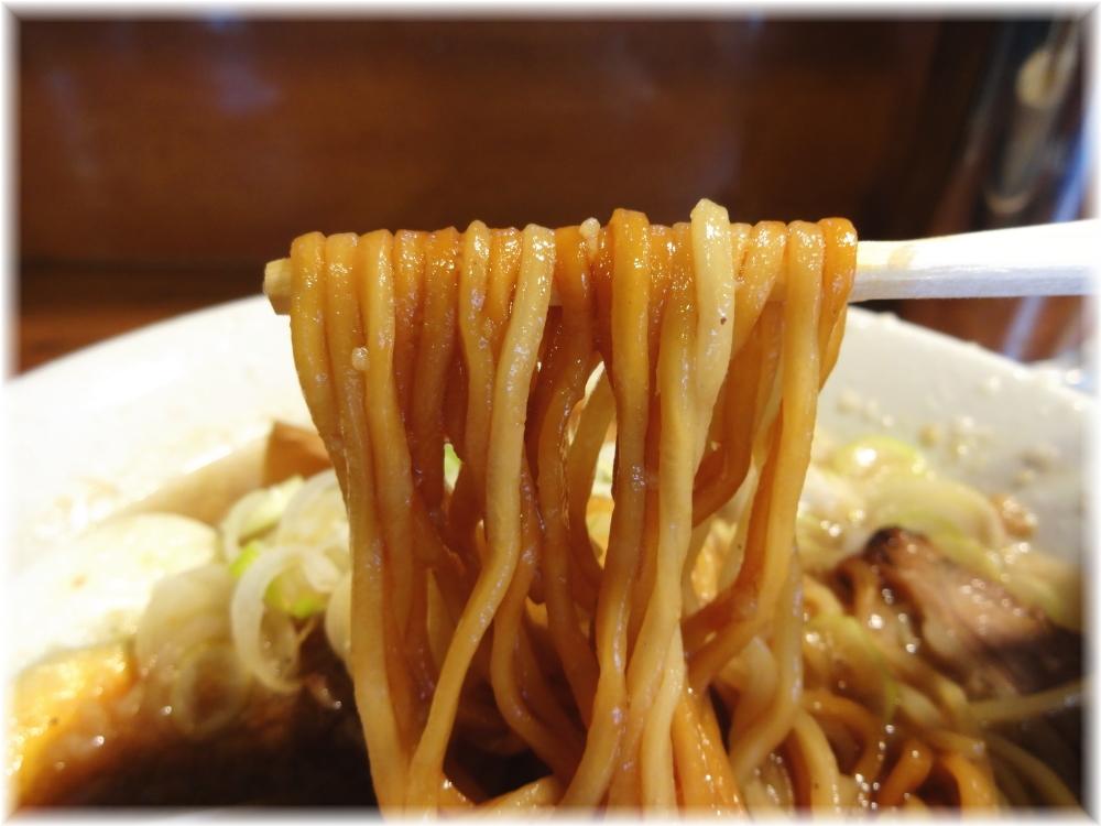 栄秀 醤油ラーメンの麺