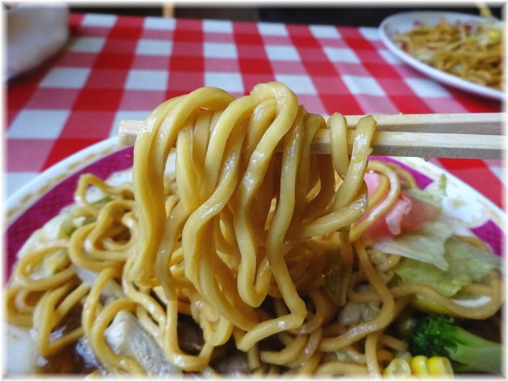 シャトレ スープジンギスローメンの麺