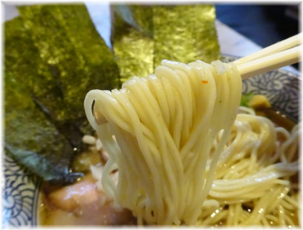 濱星 特製濃厚煮干しそばの麺
