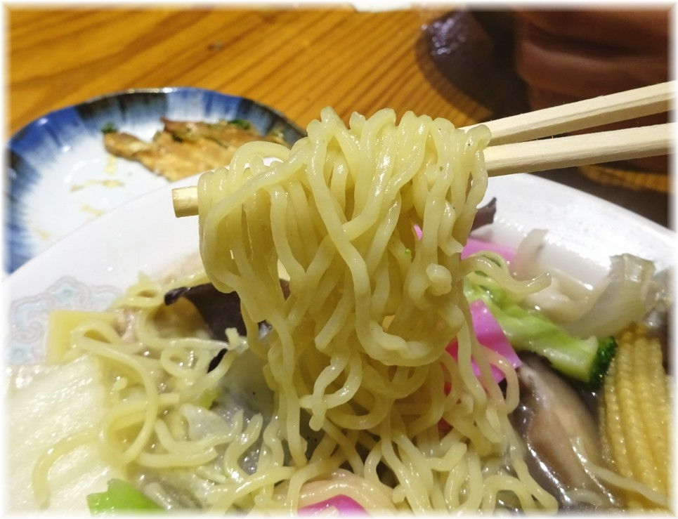 赤のれん節ちゃんラーメン(移転後) 五目そばの麺