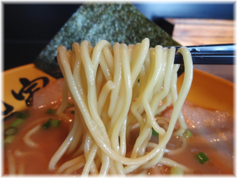 麺処虎路 特製ラーメン金の麺