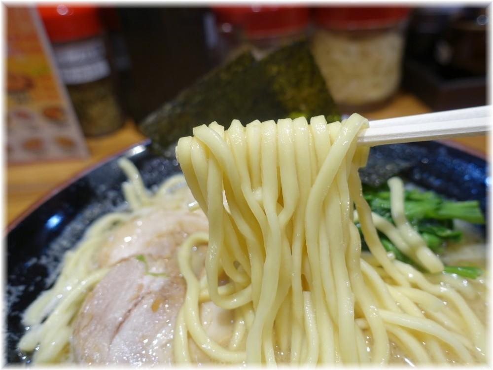 品川家三田店 家系ラーメンの麺