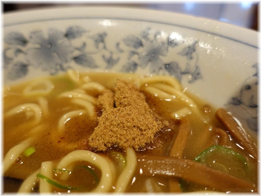 大勝軒DEBARI 中華そば(麺少なめ)に魚粉