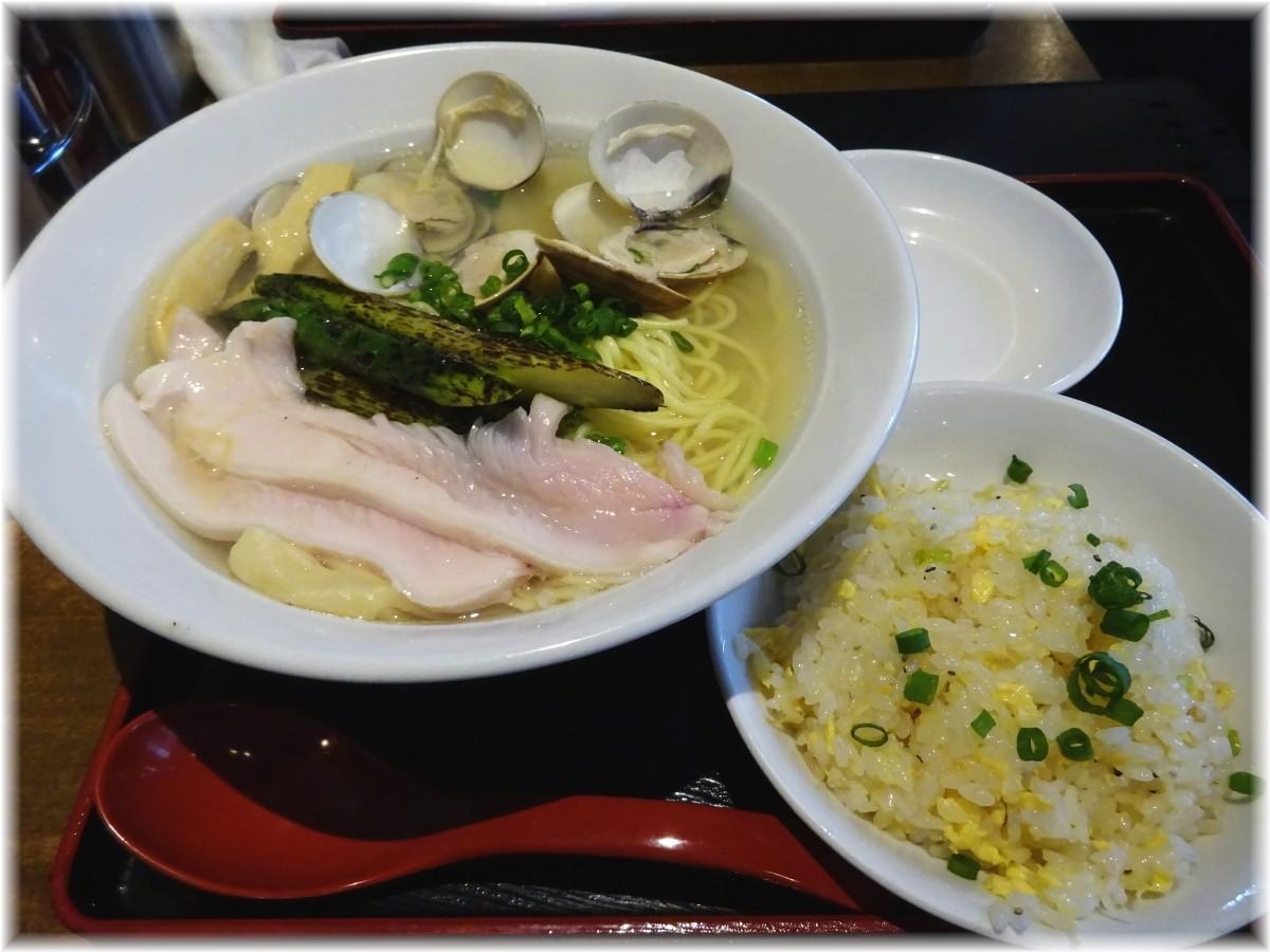 コブタバル 焼アスパラのせ蛤塩そばと半炒飯のセット