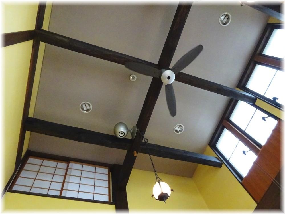ぐるまん野州男 店内の天井