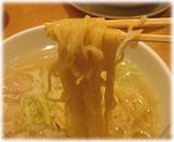 眠眠 新横浜店 鶏葱湯麺の麺