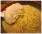 豚そば屋 けっぱれ 豚そば(コク醤油)の麺