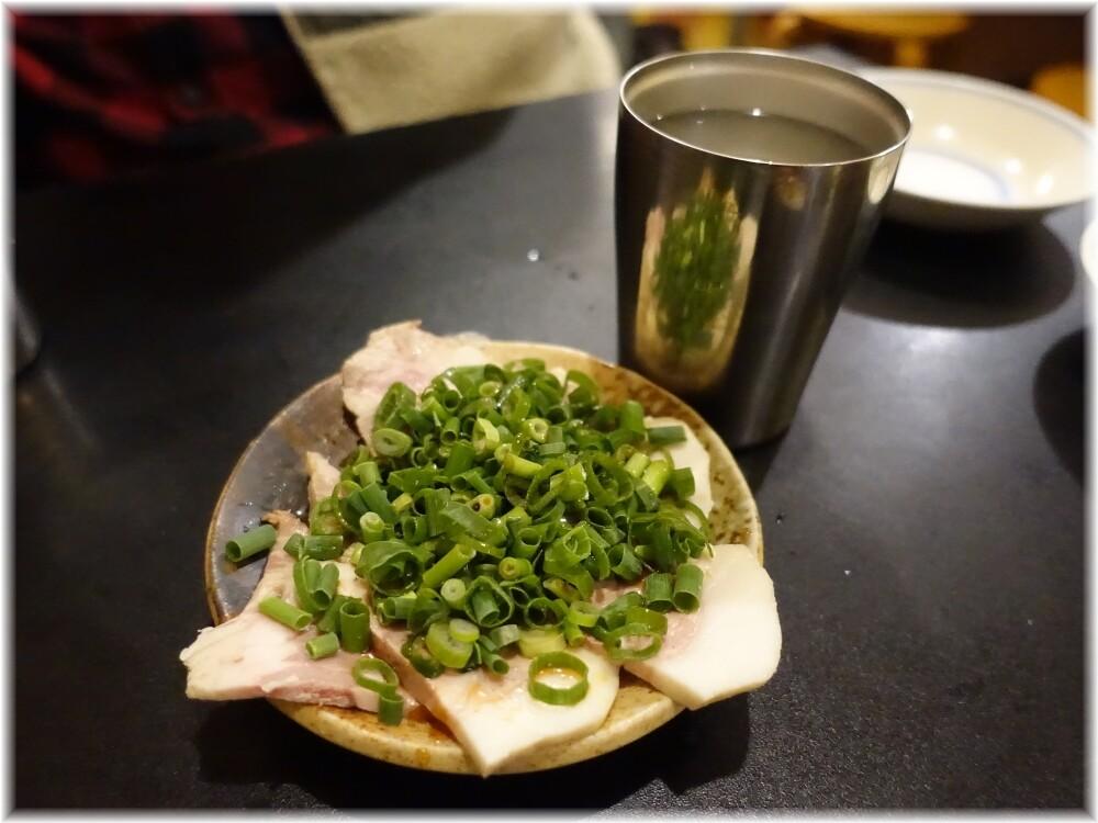 ラーメン健太 芋のお湯割りにチャーシュー盛合せ
