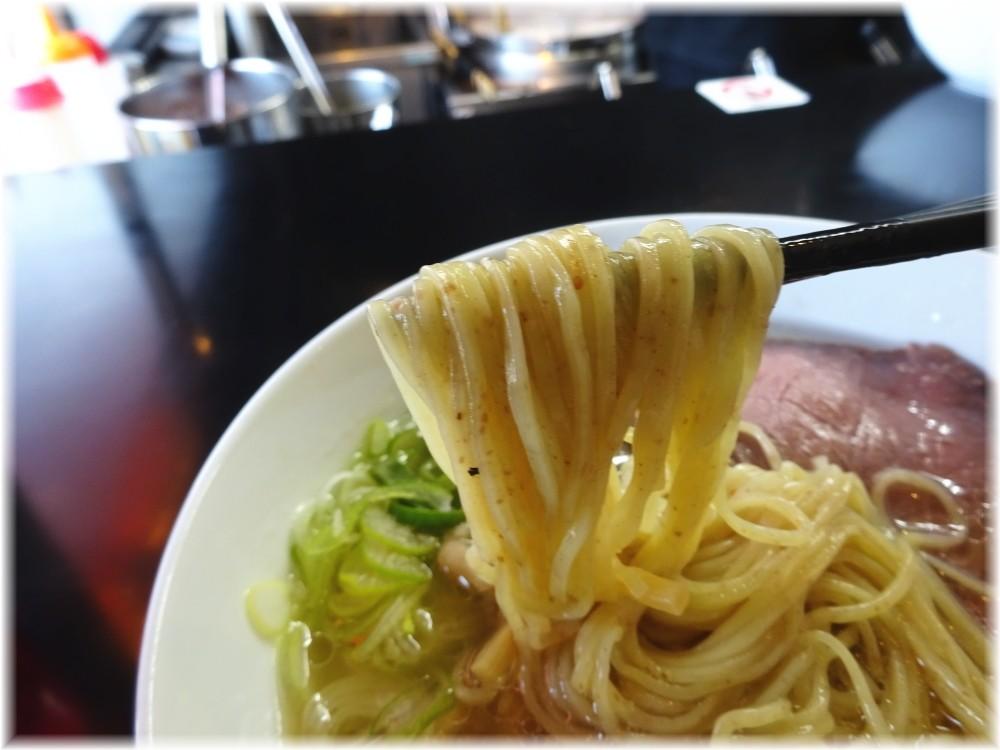 マタドール2 贅沢焼牛塩らぁ麺の麺