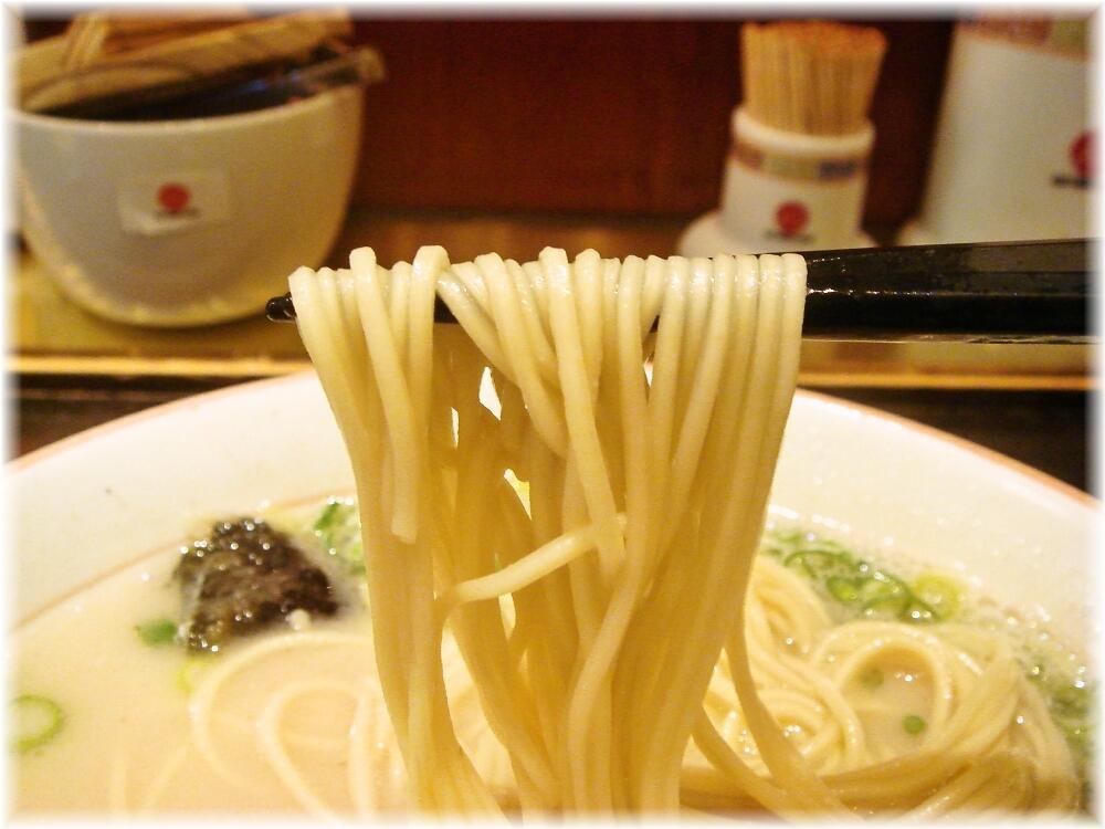 大砲ラーメン天神今泉店 ラーメンの麺