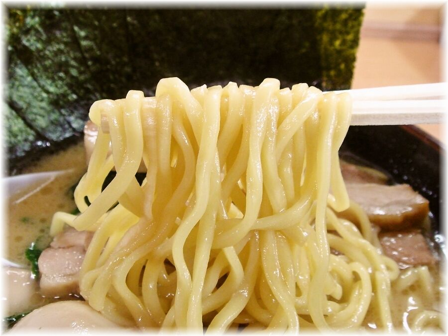 恵比寿家 恵比寿スペシャル(醤油)の麺