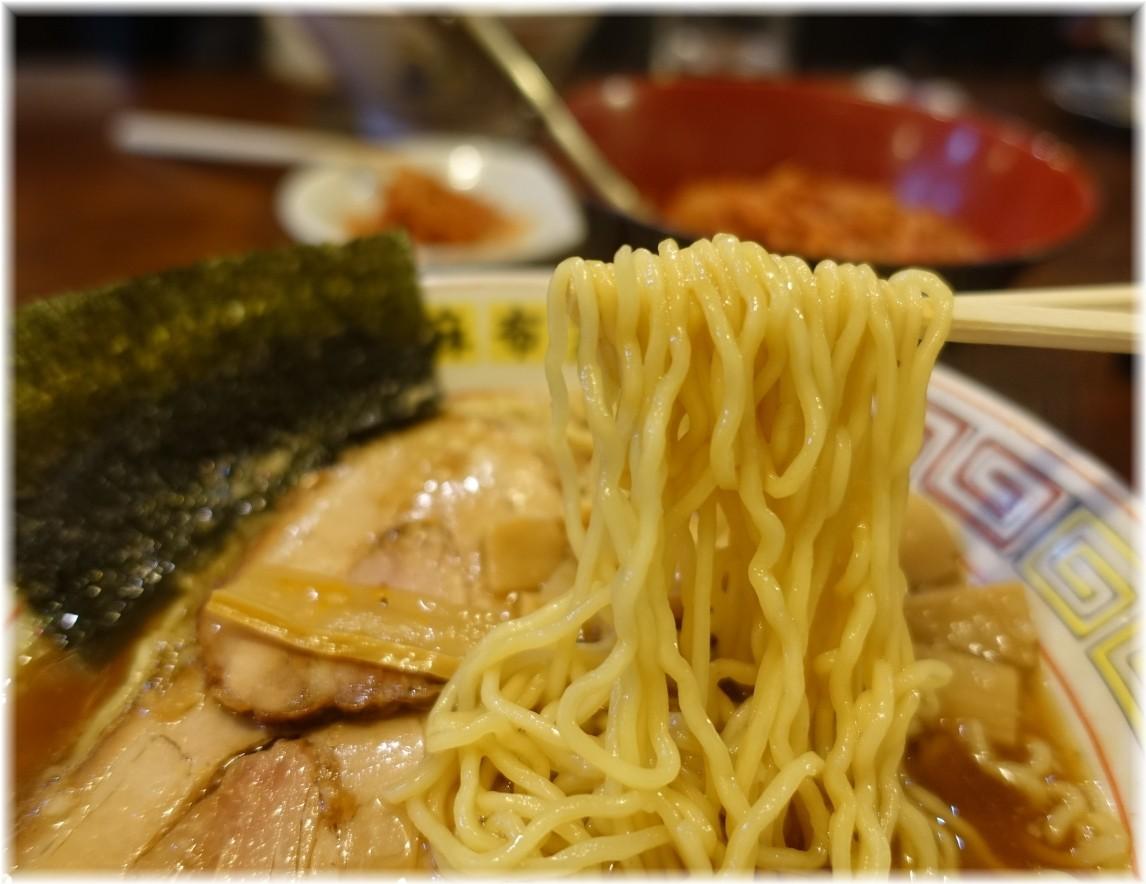 麻布ラーメン慶應三田店2 屋台の味(醤油)の麺