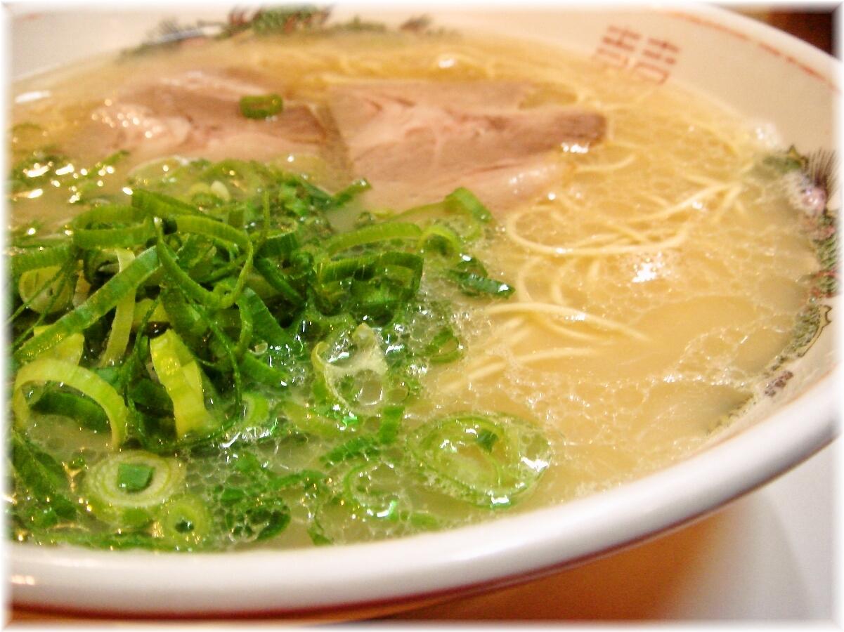 長浜屋台ロングビーチ ラーメンのスープ