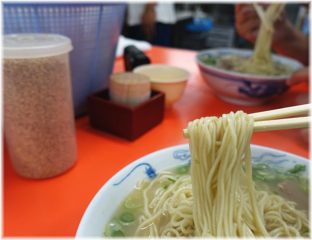 元祖長浜屋6 ラーメン(無し)の麺.2