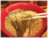 一風堂 明大前店 赤丸新味肉入りの麺