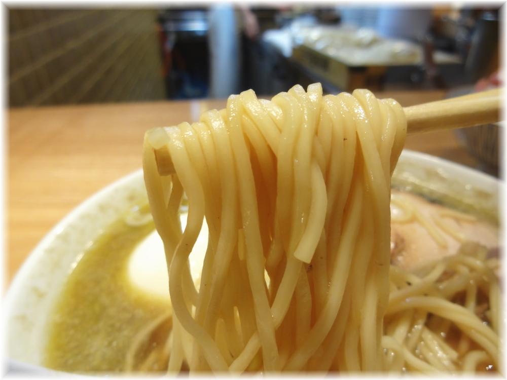 つじ田奥の院 煮干蕎麦(上)の麺