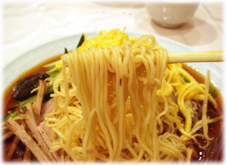 揚子江菜館 元祖冷やし中華(五色涼拌麺)の麺