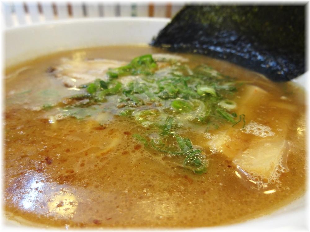 たいざん 魚介節らーめんのスープ