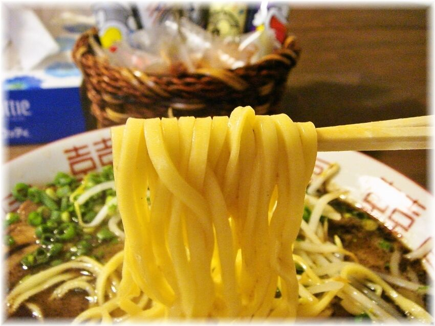 水田商店 ラーメンの麺