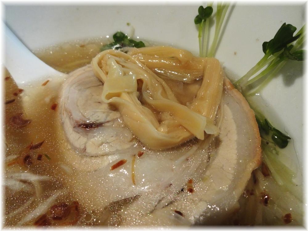 麺や勝治 青唐辛痛麺のチャーシューと穂先メンマ