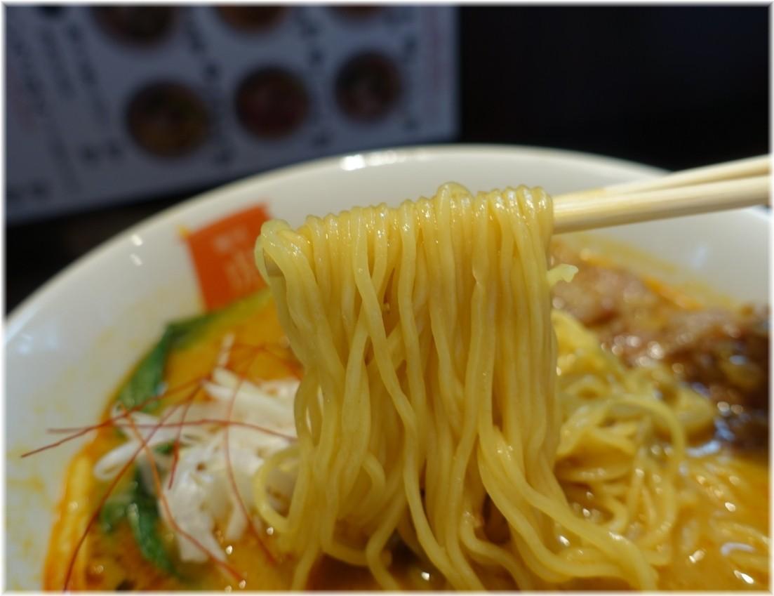 麺屋虎杖大門浜松町店 パーコーカレー担々麺の麺