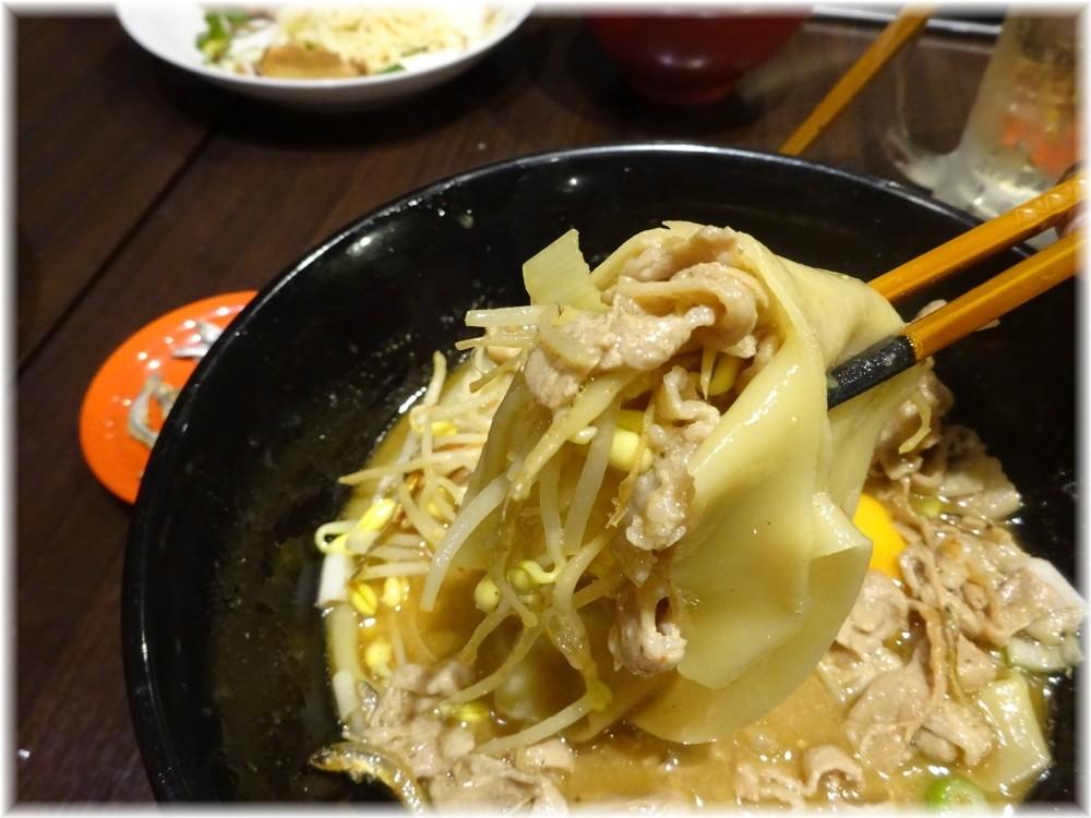 魚露温麺凪 肉玉魚露温麺の麺等