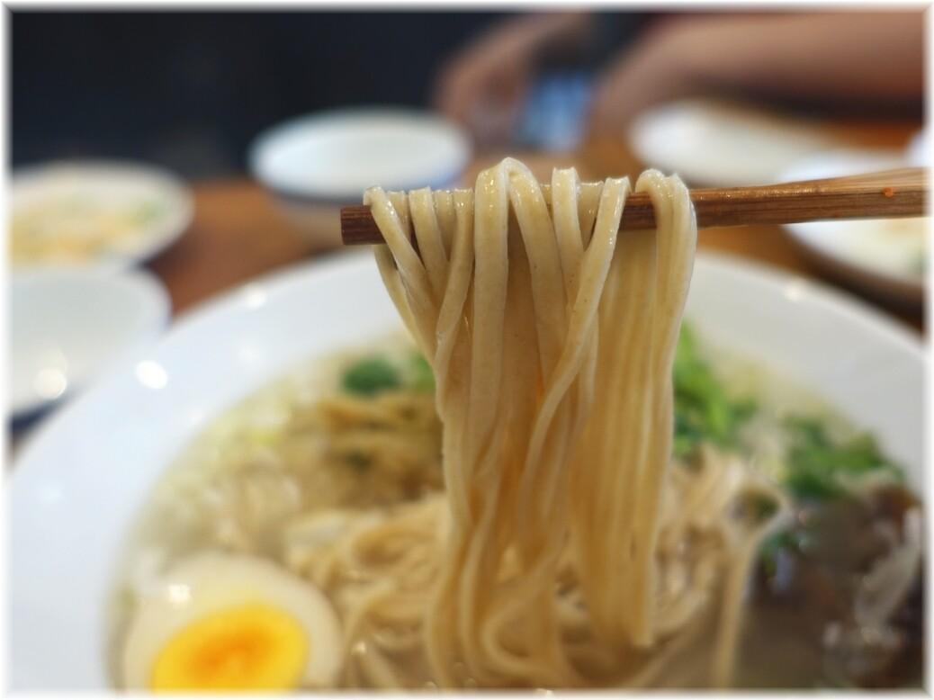 羊香味坊 魚羊麺の麺