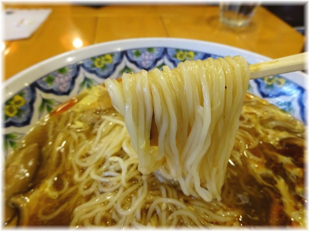 揚州商人新橋店 スーラータンメンの麺