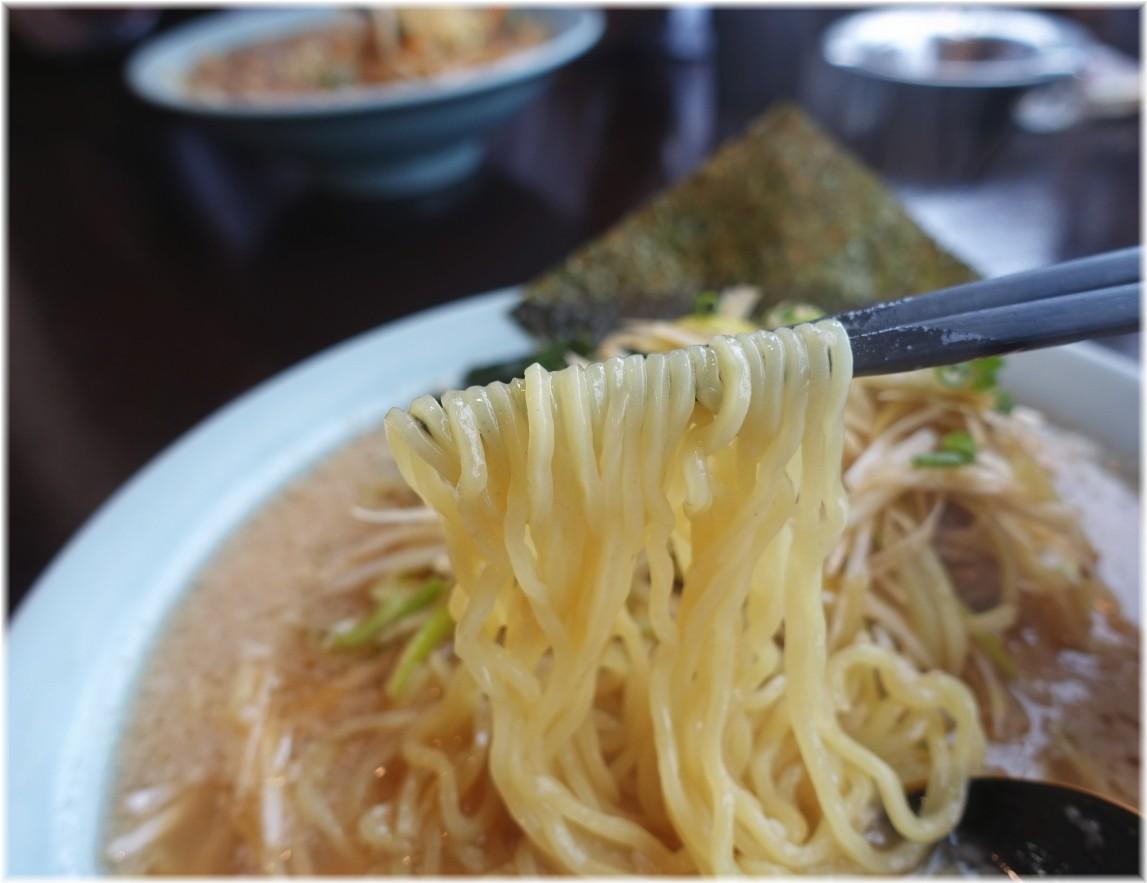 ニューラーメンショップ桶川店 ネギラーメンの麺