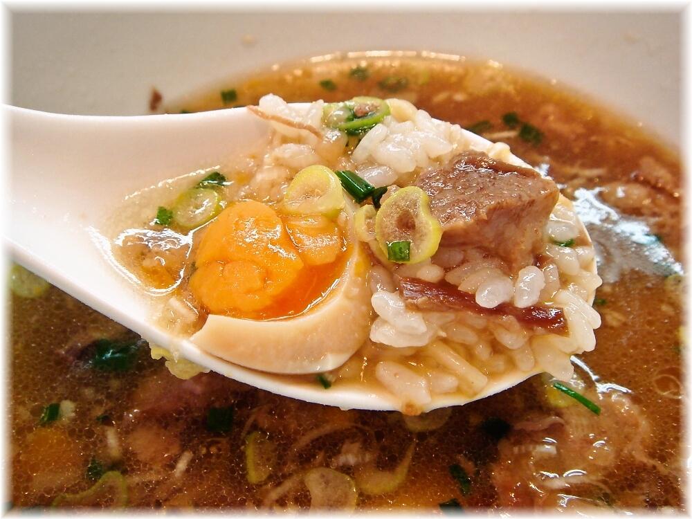 マタドール 贅沢焼牛らぁ麺(正油)にライスぶっこみ
