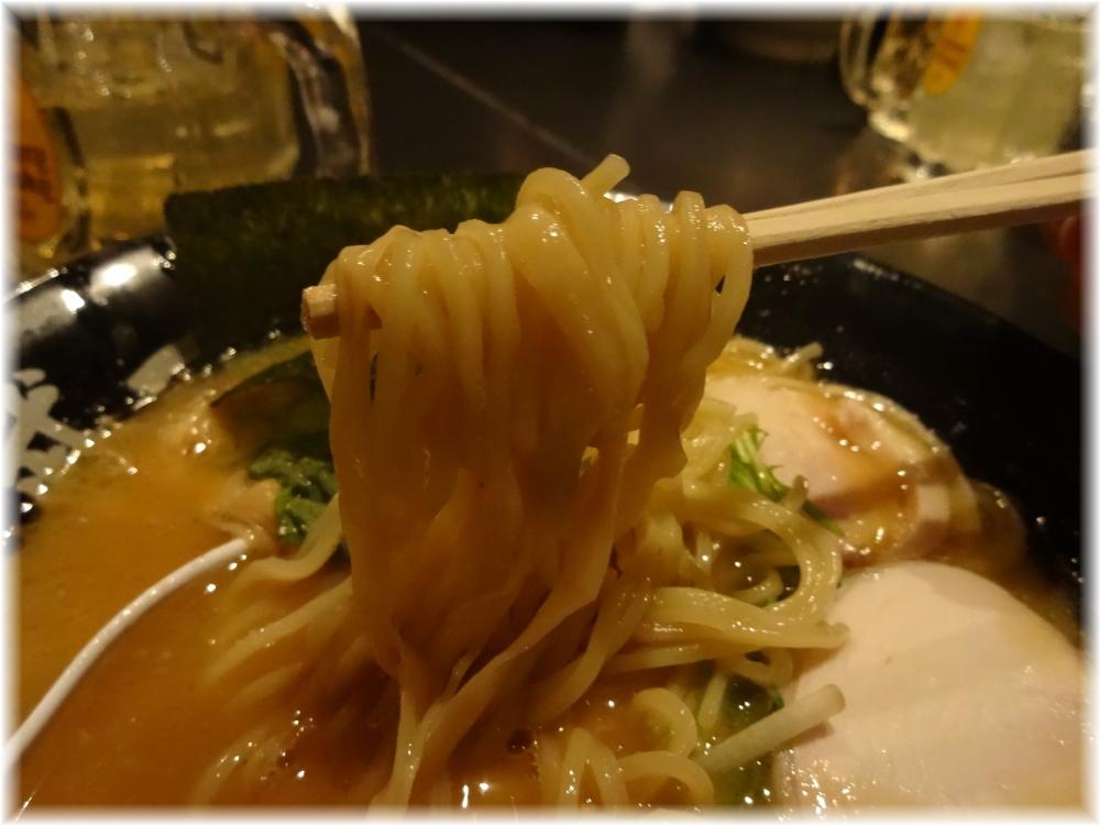 武一 濃厚鶏骨醤油らーめんの麺