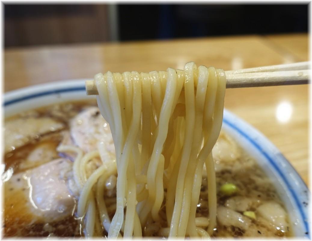 凪川口東口駅前店 脂(ふつうの煮干ラーメン)の麺