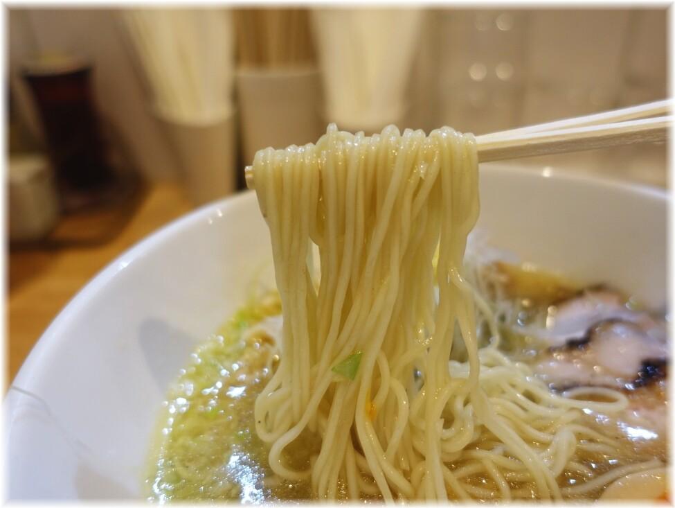 大喜15 鶏そばに味玉トッピングの麺