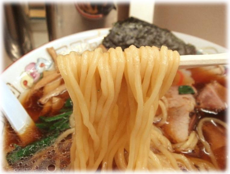 青島食堂 ラーメンの麺