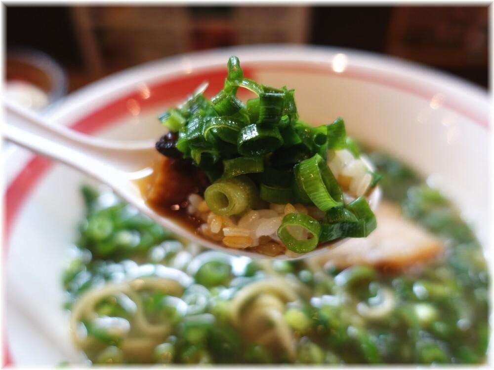 和歌山ラーメンまる岡 チャーシュー丼にネギとスープ