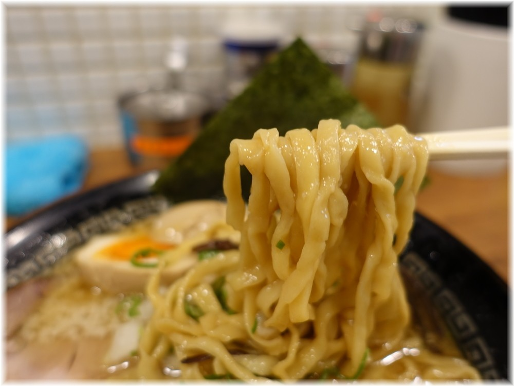 麺処丸め新所沢店 特製背脂煮干ラーメンの麺