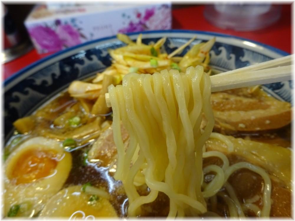 紺のれん鴻巣店 ねぎ豚らーめん(醤油)の麺