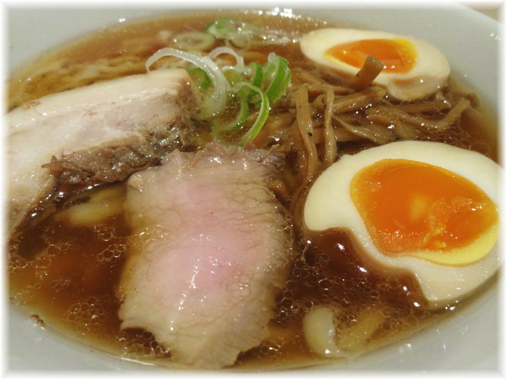 麺や七彩 味玉らーめん(醤油味)の具