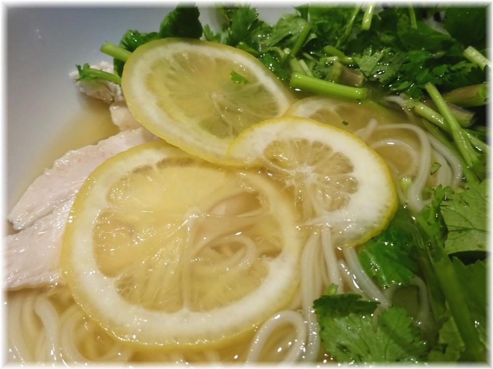三田製麺所5 パクチーレモン冷し麺のハミチツレモン