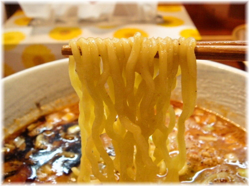 本家博多担々麺RON 坦々麺の麺