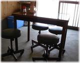 大臣閣 店内の事務用椅子