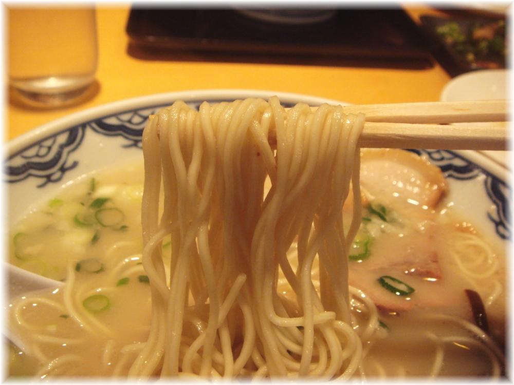 博多らーめん由丸 博多らーめんの麺